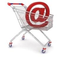 Les Canadiens achètent davantage en ligne