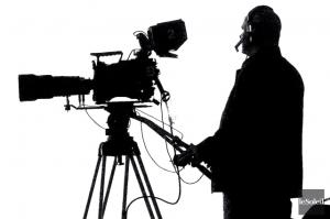 914907-installe-zone-reservee-medias-cameraman
