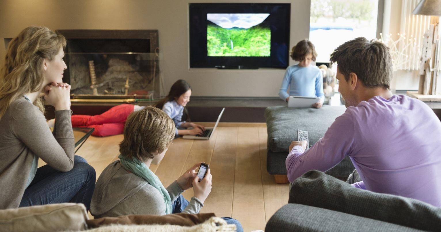 La déconnection envers autrui : malédiction du 21e siècle ! Tablette-tactile-ecran-TV