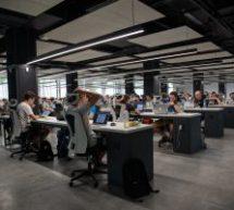 Le paradoxe des bureaux à aire ouverte: les travailleurs plus proches mais… plus isolés !