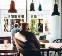 Cibler les aînés sur les médias sociaux : plus envisageable qu'avant ?
