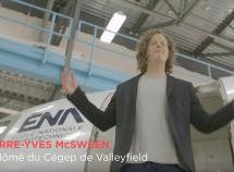 Pierre-Yves McSween, dans la nouvelle campagne publicitaire de la Fédération des cégeps et Absolu