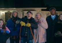L'Association des concessionnaires Toyota du Québec offre une parodie du sapin a des boules lors du Bye Bye
