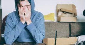 La santé mentale des Canadiens serait (légèrement) moins affectée par une perte d'emploi que par une baisse de salaire